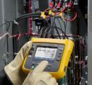 Nešiojamas elektrinės galios ir suvartotos energijos išmanusisi duomenų kaupiklis (INTL versija) su srovės matavimo jutikliais