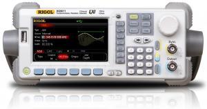 70MHz, 1 GS/s, 14 bitų, 128 Mtšk.  laisvos formos ir funkcinių signalų generatorius