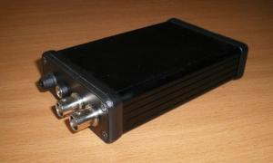 Aukštos 500 V p-p įtampos radijo impulsų generatorius