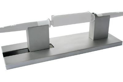 Vienas į kitą atsuktų dviejų lituoklių i-Tool (0100CDJ), kaitinančių selektyvinio litavimo antgalį i-Solder-Pot, laikiklis