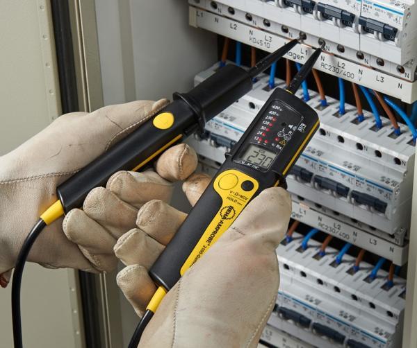 Dvipolis elektros testeris su kintamosios įtampos iki 1000 V, nuolatinės įtampos iki 1200 V ir varžos atvaizdavimu, fazių sekos nustatymu bei LED ir LCD indikacija