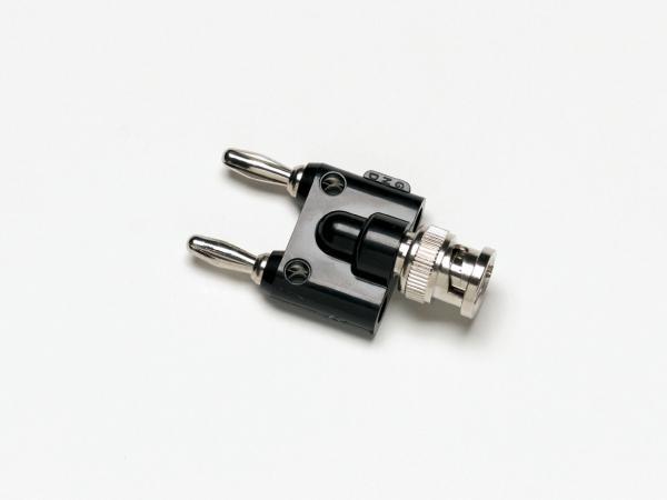 Adapteris iš BNC(M) į dvigubą pakopinį 4mm (banana) kištuką