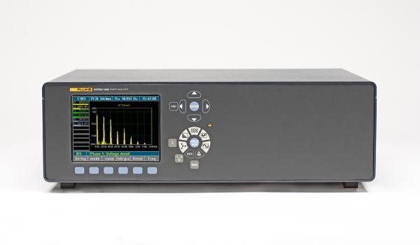 Šešių fazių galios analizatorius Norma 5000, DC...3 MHz, 341 kS/s, tikslumas 0,2% su U tipo laidų antgalių prispaudikliais ir GPIB/LAN sąsaja