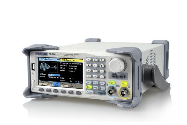 2-jų kanalų 500MHz, 2.4 GSa/s, 16bit, 2~20 Mtšk., laisvos formos ir funkcinių signalų generatorius su EasyPulse ir TrueArb technologijomis, moduliacijomis. dažnomačio funkcija, PRBS generatoriumi; IQ signalų generatoriumi (papildoma parinktis)