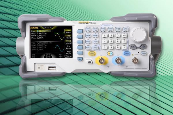 2-jų kanalų, 60MHz, 200 MS/s, 14 bitų, 8 Mtšk. laisvos formos ir funkcinių signalų generatorius