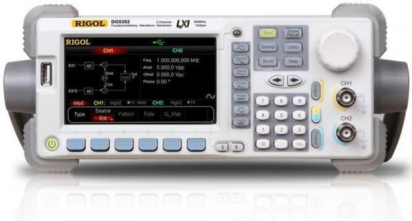 2-jų kanalų, 350MHz, 1 GS/s, 14 bitų, 128 Mtšk.  laisvos formos ir funkcinių signalų generatorius